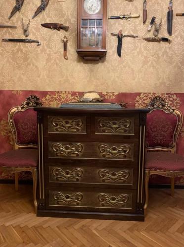 Комод из натурального дерева, массив сосны, цвет Венге 3 декорирован золотой патиной, мебель выполнена по индивидуальному проекту.